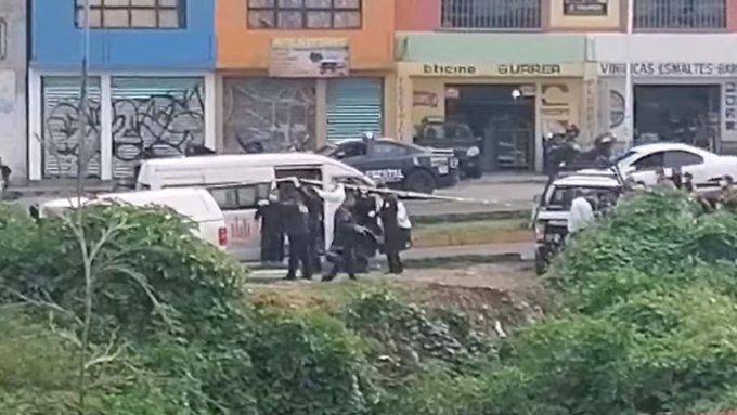 PASAJERO ENFRENTA A ASALTANTES EN NICOLÁS ROMERO, MATA A UNO