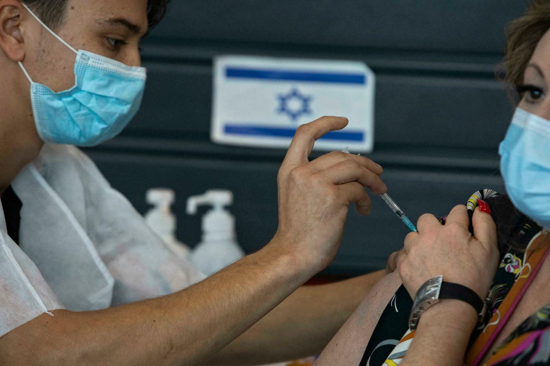 MILLONES DE PERSONAS RECIBEN TERCERA DOSIS DE VACUNA ANTICOVID EN ISRAEL
