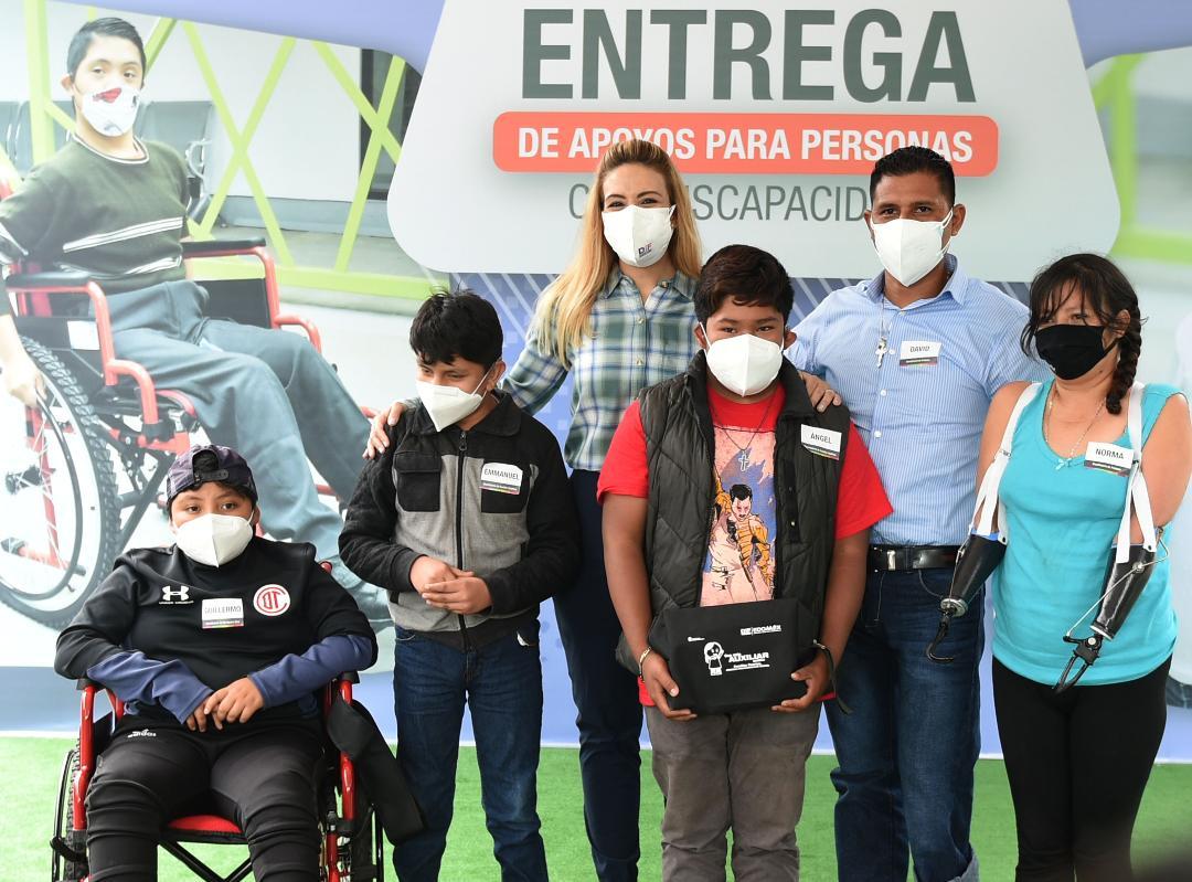 ENTREGA FERNANDA CASTILLO DE DEL MAZO 70 UNIDADES MÓVILES ADAPTADAS DE DISCAPACIDAD