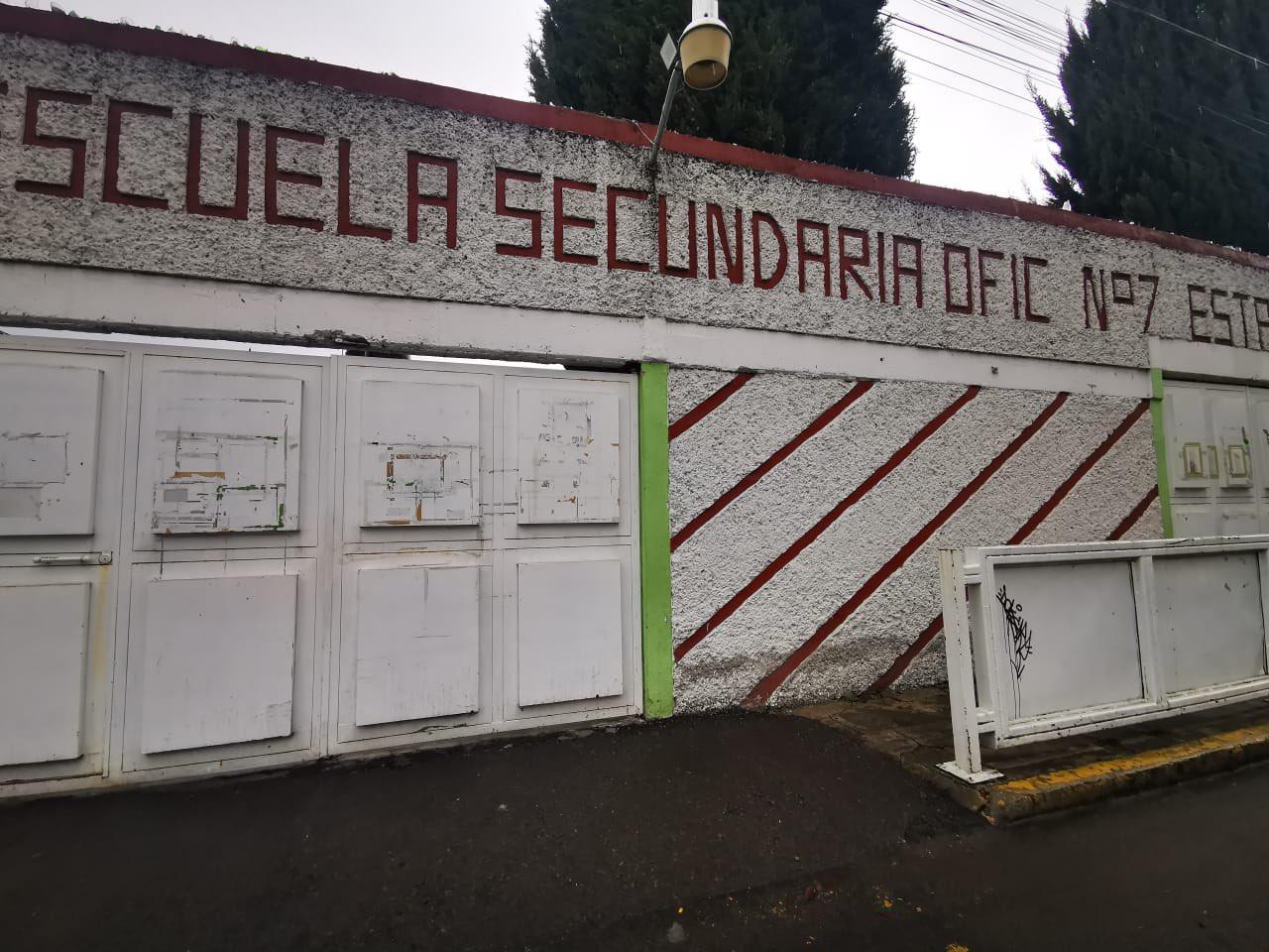 CIERRAN SECUNDARIA EN TOLUCA TRAS CASO SOSPECHOSO DE COVID-19; SE TRATA DE UN ADMINISTRATIVO