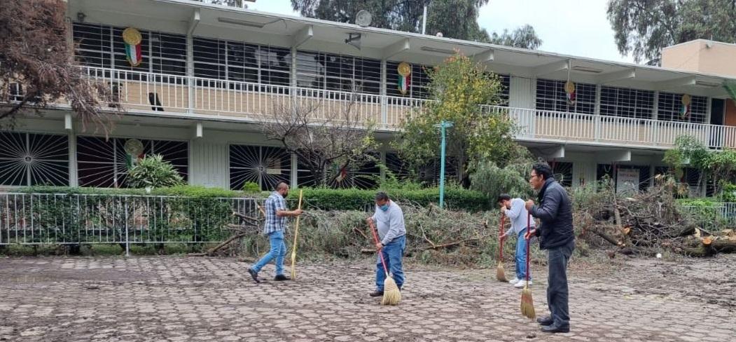 AUTORIDADES EVALÚAN DAÑOS EN BARDA PERIMETRAL DE UNA SECUNDARIA EN ECATEPEC