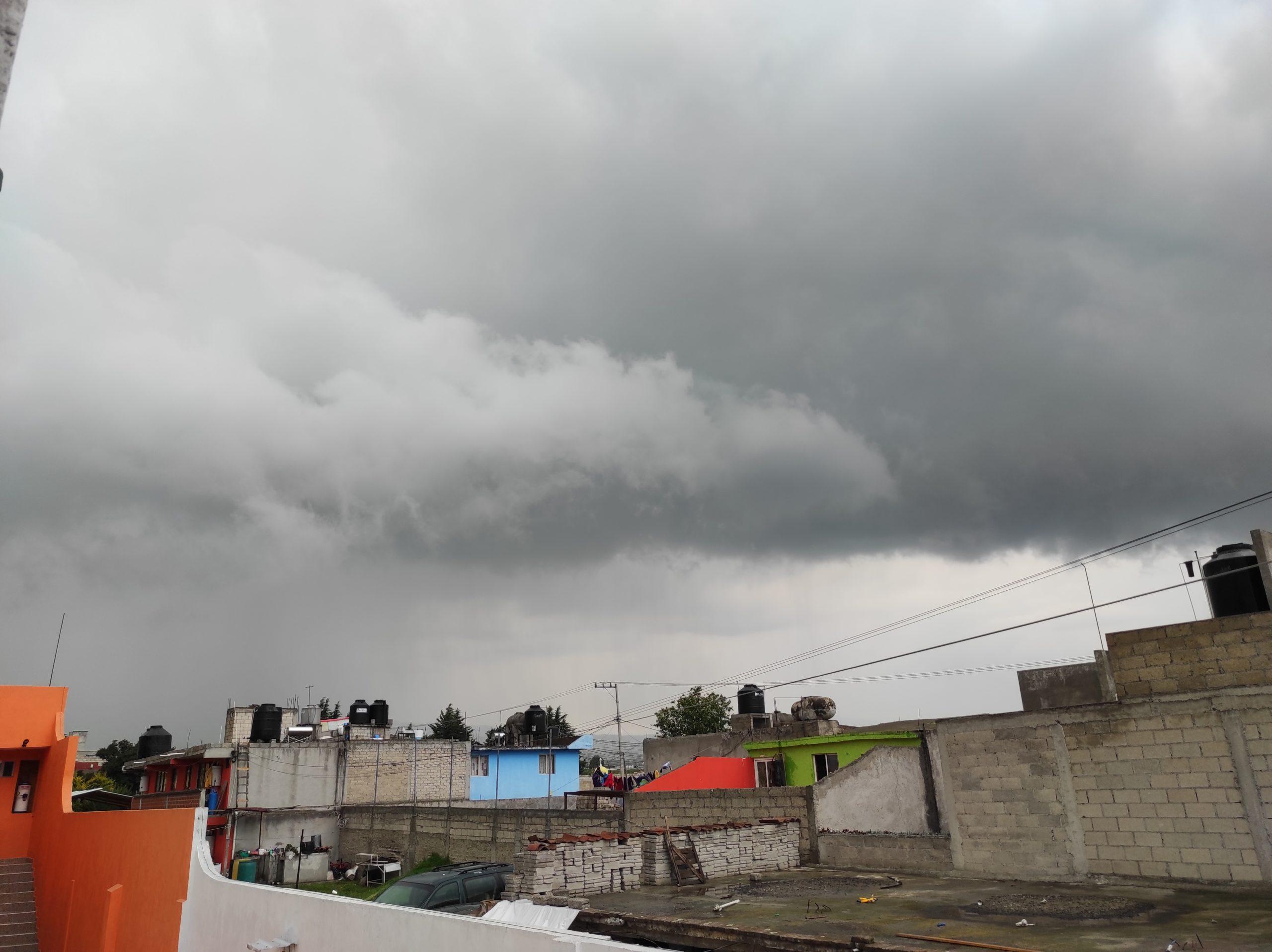 LLUVIAS FUERTES CON DESCARGAS ELÉCTRICAS SE ESPERAN HOY EN LA MAYOR PARTE DEL PAÍS