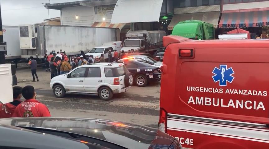 MUEREN CUATRO TRABAJADORES ATRAPADOS EN REFRIGERADOR DE LA CENTRAL DE ABASTO DE TOLUCA
