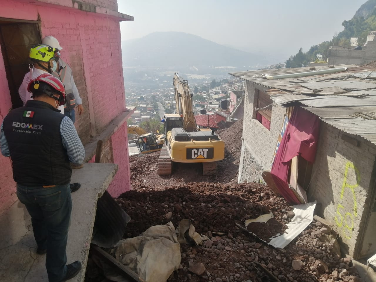 CONTINÚAN TRABAJOS DE ESTABILIZACIÓN EN ZONA AFECTADA DEL CERRO DEL CHIQUIHUITE