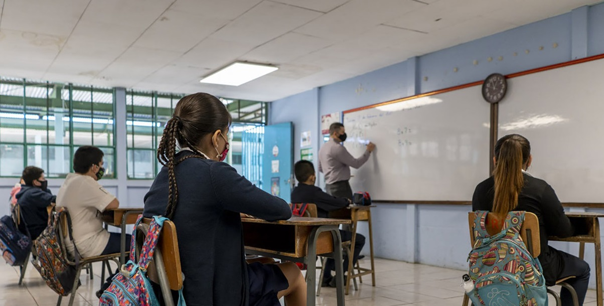 AMÉRICA LATINA DEBE REANUDAR SUS CLASES PRESENCIALES AL 100%, ANTE CRISIS EDUCATIVA