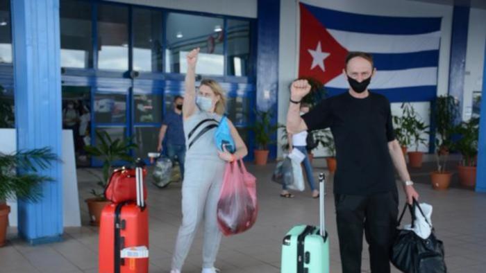 CUBA ELIMINA CUARENTENA OBLIGATORIA PARA TURISTAS