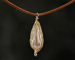 Pearly White Shell Pearl Gold Finish Wire-Wrapped Drop Pendant 9x27mm