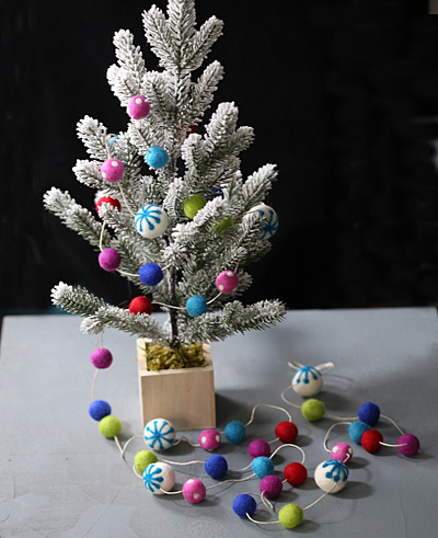 Modern Christmas Lights Felt Round Mix