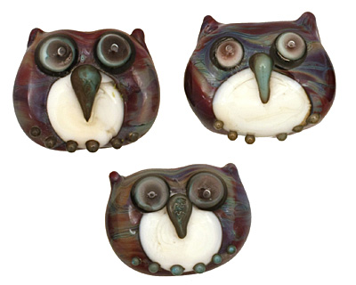 The BeadsNest Lampwork Glass Jewel Owl 14-16x17-18mm
