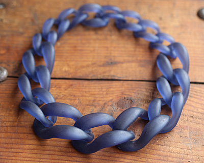 "Navy Blue Frosted Acrylic 22"" Graduated Curb Chain 37x25-64x43mm"