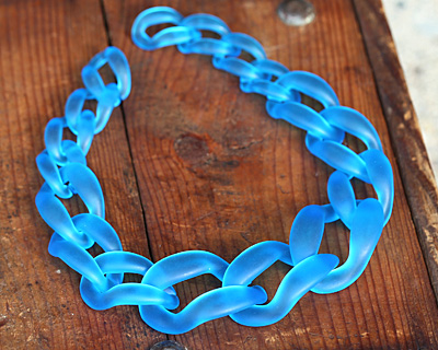 "Capri Blue Frosted Acrylic 22"" Graduated Curb Chain 37x25-64x43mm"