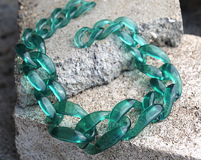 "Sea Glass Acrylic 22"" Graduated Curb Chain 37x25-64x43mm"