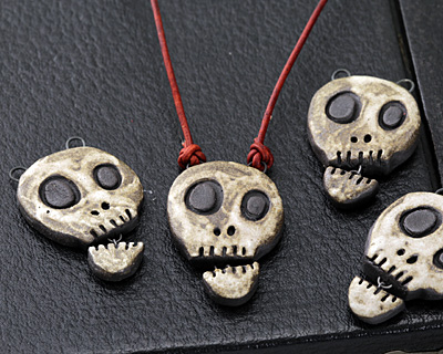 Gaea Talking Skull Pendant 28x42-45mm