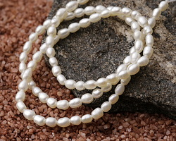 Pearly White Freshwater Rice Pearl 3-3.2mm
