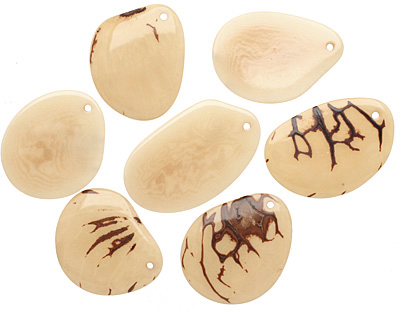 Tagua Nut Cream Groovy Slice 25-35x30-42mm