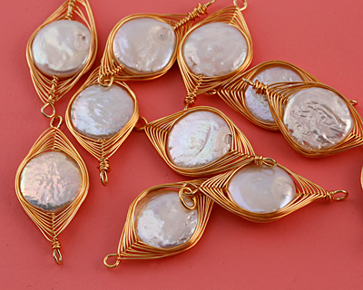 Freshwater Pearl Coin Gold Finish Wire-Wrapped Horse Eye Link 37-39x17-18mm