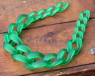 "Bottle Green Frosted Acrylic 22"" Graduated Curb Chain 37x25-64x43mm"