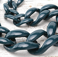 "Teal Acrylic 22"" Graduated Curb Chain 37x25-64x43mm"