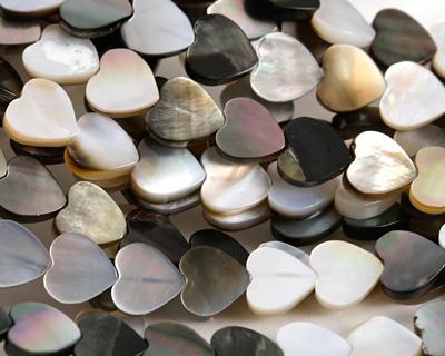 Black Lip Shell Heart 8mm
