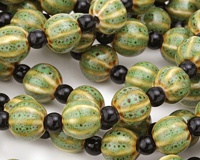 Tree Frog w/ Speckles Porcelain Corrugated Round 11mm