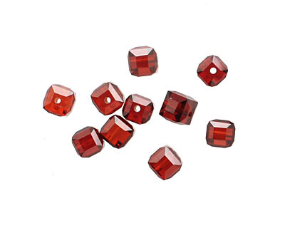 Garnet Faceted Cube 4mm