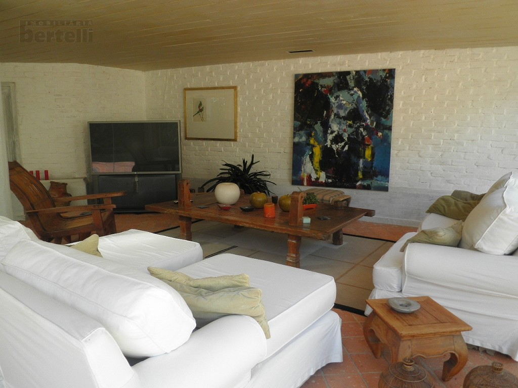 Lounge com sofás