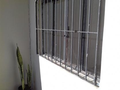 Ver mais detalhes de Casa com 2 Dormitórios  em Jardim Santa Terezinha - Taboão da Serra/SP