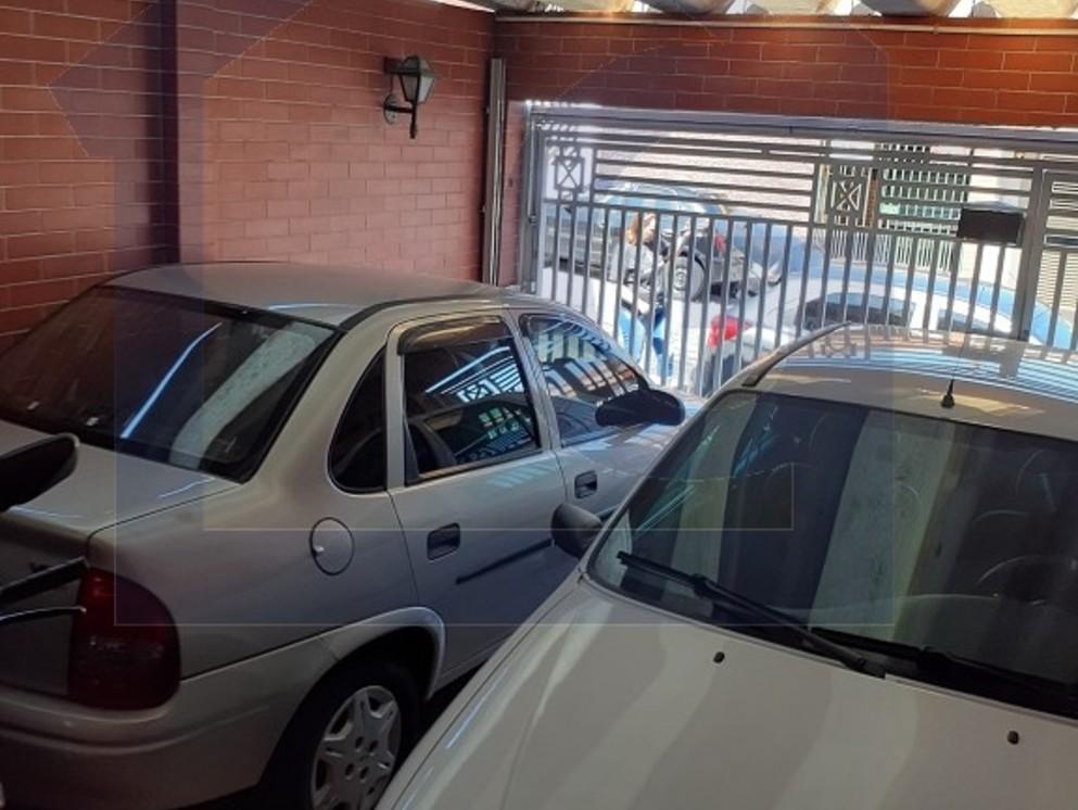 GARAGEM COBERTA PARA 2 CARROS  1 MOTO