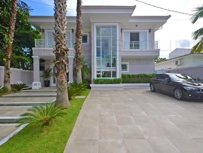Ver mais detalhes de Casa com 4 Dormitórios  em Acapulco - Guarujá/SP