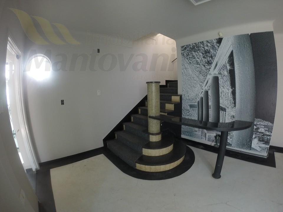 escada acesso ao piso superior