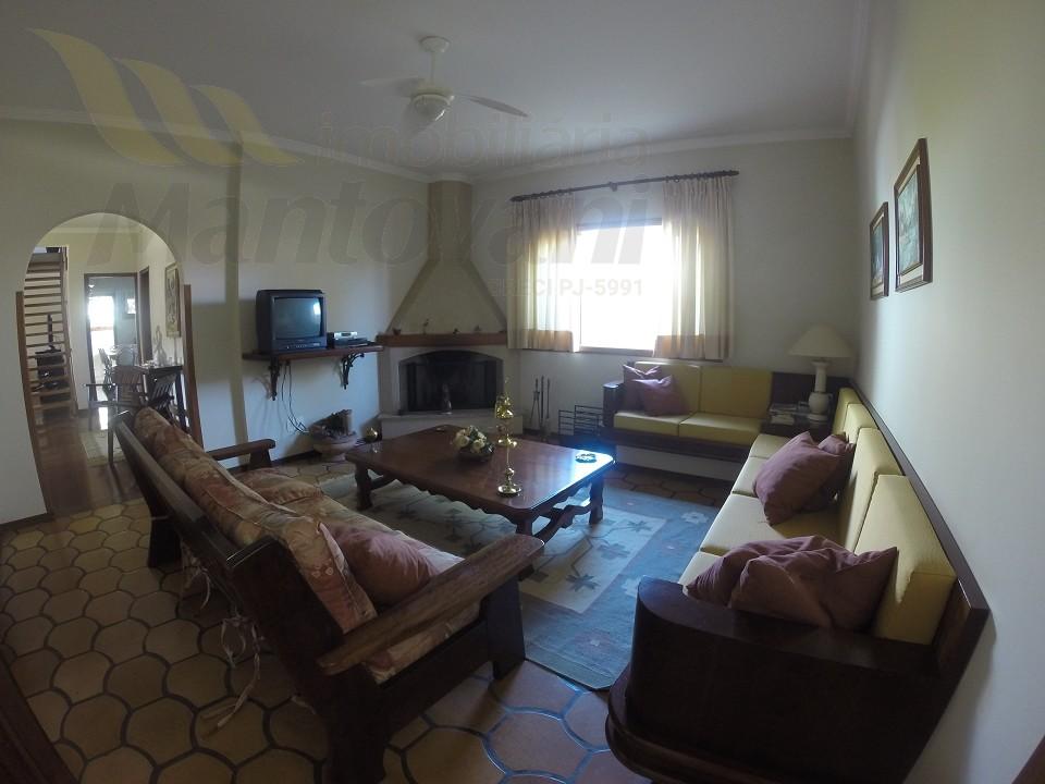 Sala de visita com lareira