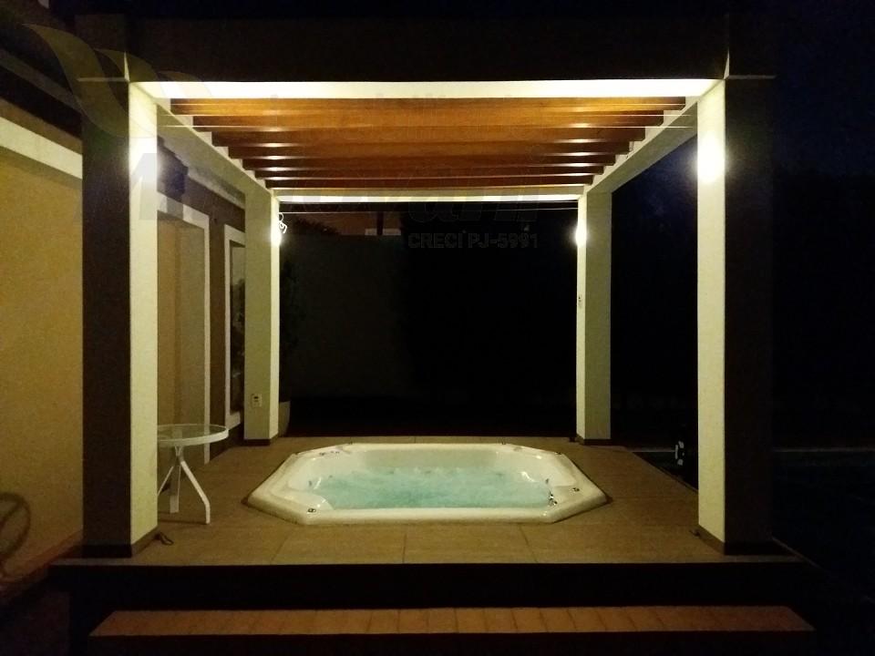 Jacuzzi com Iluminaçao noturna