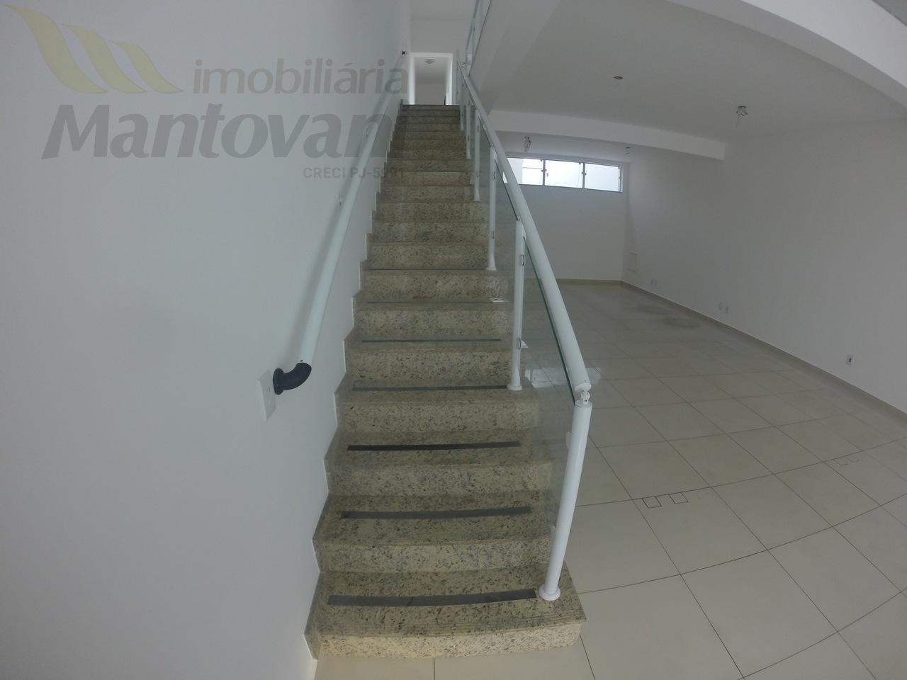 Escada com barra de segurança