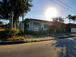 Ver mais detalhes de Casa com 3 Dormitórios  em Floresta - Joinville/SC