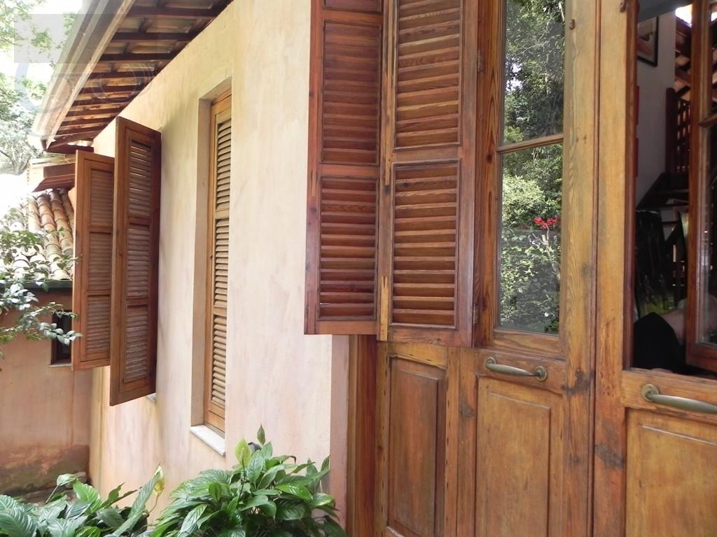 portas e janelas em pinho de riga