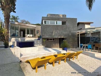 Ver mais detalhes de Casa com 3 Dormitórios  em Fazendinha - Carapicuíba/SP
