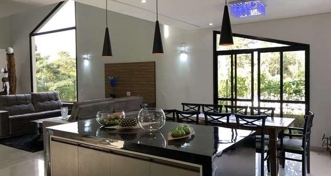 Ver mais detalhes de Casa com 4 Dormitórios  em Chácaras São Carlos - Cotia/SP