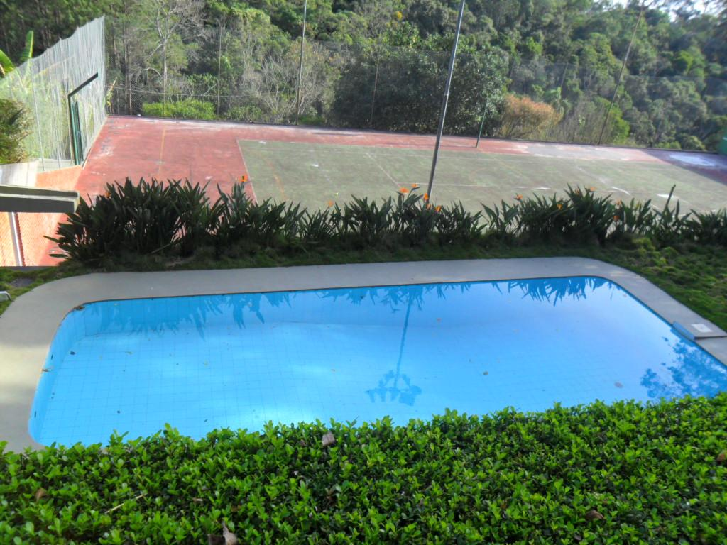 Vista da piscina e quadra