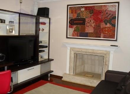 Sala de TV com lareira