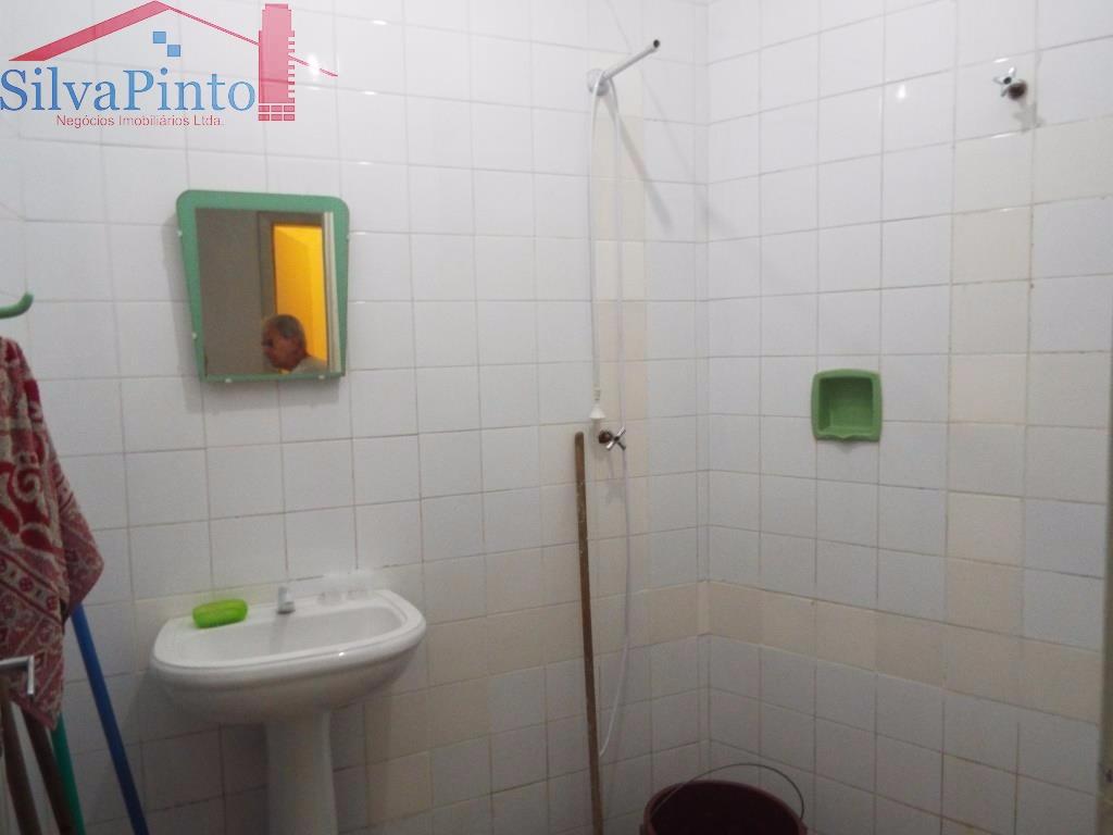 banheiro junto á Área de Serviço