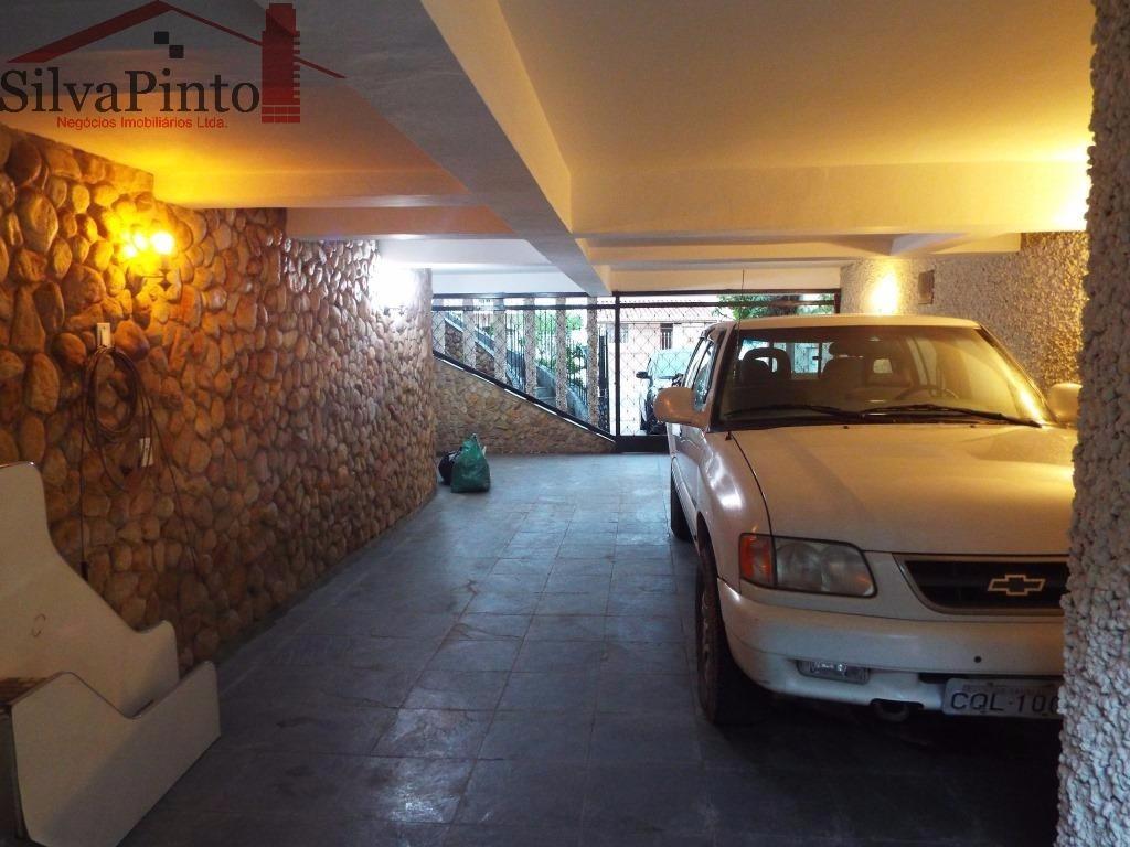 Estacionamento (4 carros)