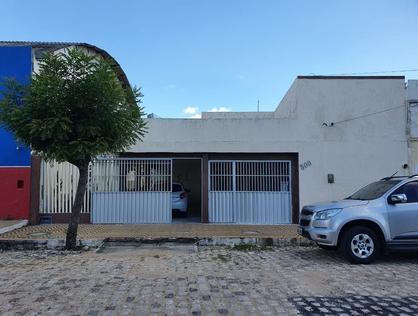 Ver mais detalhes de Casa com 4 Dormitórios  em Alto da Conceição - Mossoró/RN