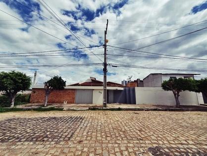 Ver mais detalhes de Casa com 3 Dormitórios  em Aeroporto - Mossoró/RN