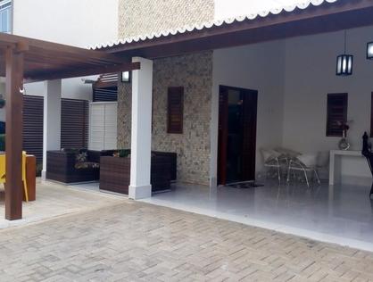 Ver mais detalhes de Casa com 3 Dormitórios  em Dix-Sept Rosado - Mossoró/RN