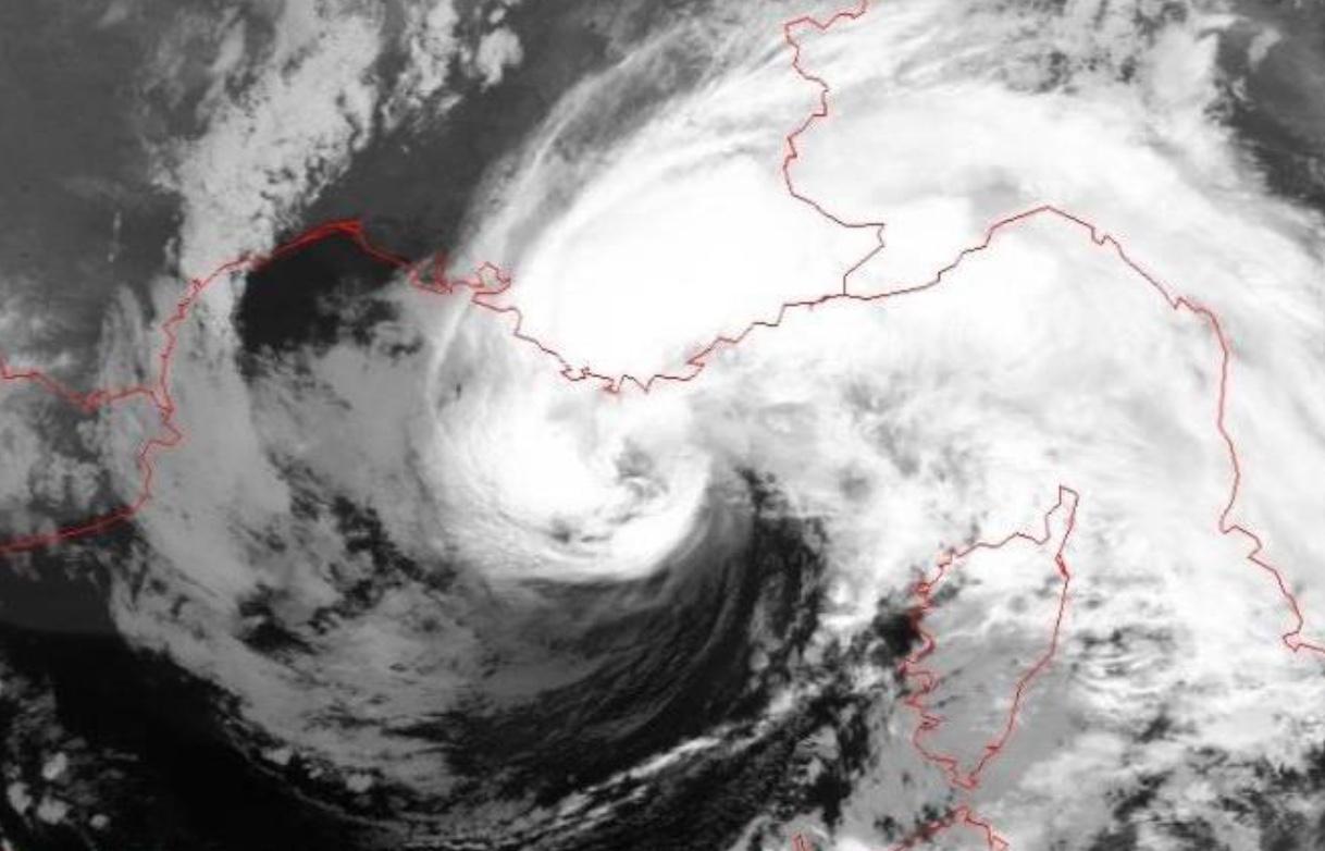 A cyclone named Rolf in western Mediterranean Sea, Nov. 2011