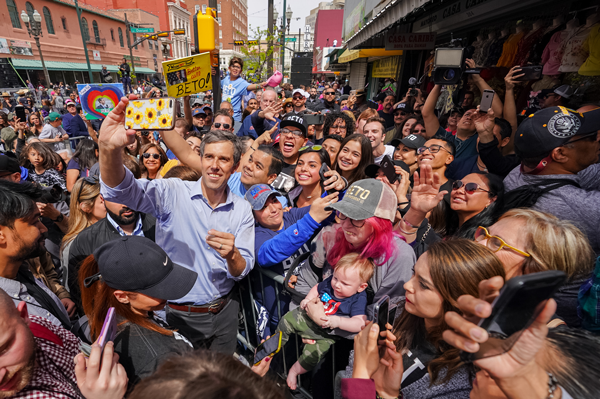 Beto and a big crowd at the El Paso launch