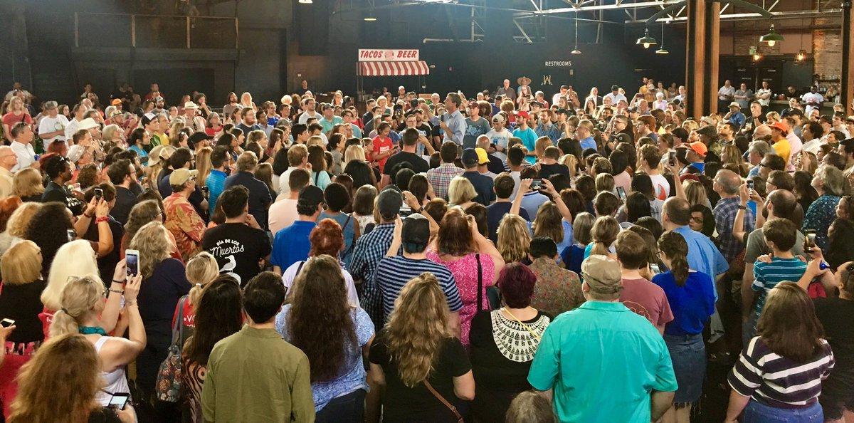 Beto addressing a massive crowd of 1,000 people in Nashville, TN