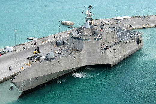 USS_Independence_LCS-2_at_pierce_(cropped)