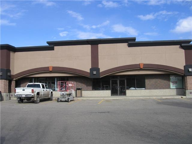 2400 sq.ft. space available in thriving Centre 100 Plaza on 100 street. Great street visibility on one of Grande Prairies busiest with many solid anchors (Giant Tiger, Dollarama, Solo Liquor) located in Centre 100 Plaza. 2400 sq.ft. bay available and ready for lease hold improvements. Rent $4000.00/mo (20.00/sq.ft)+ GST. Common costs $1400.00/mo ($7.00/sq.ft) Utilities: Power tenants cost