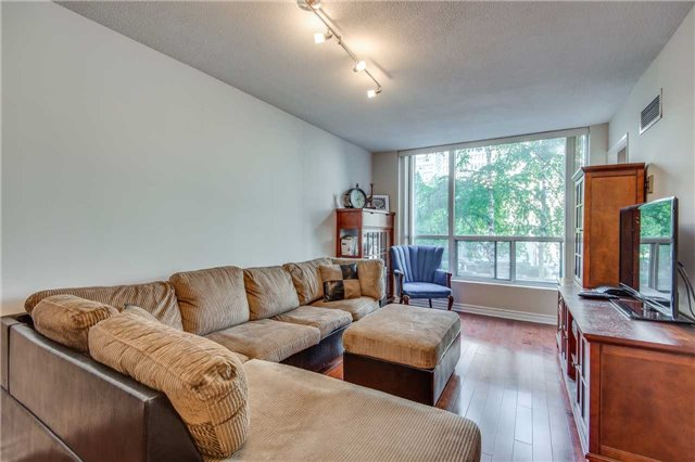 Convenience Is Key With This Updated 2 Bedroom Plus Den Executive Suite Including 2 Full Baths, Parking/ Locker. Just Under 1000 Sf, Feels Like Home . Peaceful Green Garden Views From Every Window. Steps To The Market, Financial Core, Parks, Theaters, Ttc, The Lake Restaurants Shopping And More.